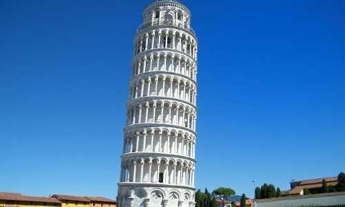 La torre pendende o la torre di Pisa, è il campanile della cattedrale Santa Maria Assunta a Pisa. Non è perfettamente dritta e prio per questo è diventata famosa.