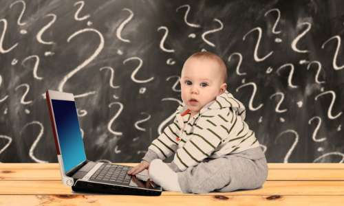 Cosa ci fa un bambino con un pc? Una domanda che spesso apre discussioni sull'educazione tecnologia dei nativi digitali che sempre più passano molte ore ad usare innovazioni digitali.