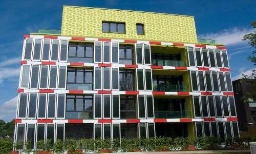 Ad Amburgo, città pioniera della bioedilizia, è presente SolarLeaf, la facciata che produce elettricità e calore a partire da microalghe