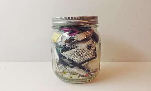 I rifiuti di due anni Lauren Singer li raccoglie in un barattolo di vetro.