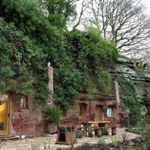 La casa dell'uomo delle caverne moderno è stata ricavata da una grotta del paleolitico.