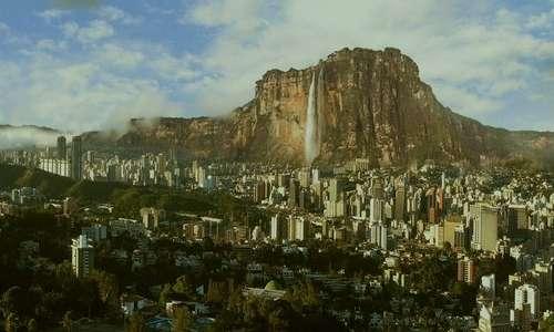 Il Salto Angel sorge su un'area remota in Venezuela.