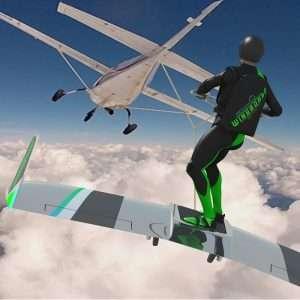 Il surfing tra le nuvole è possibile grazie al WIngboard che permette di surfare nel cielo trainati da un aereo.