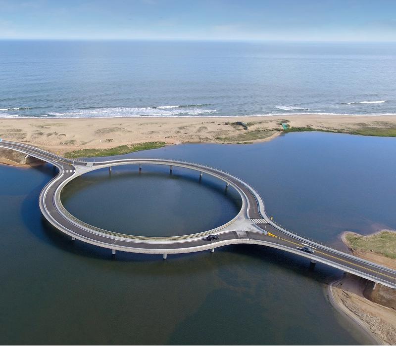Rafael Vinoly è l'architetto che ha ideato tutto questo.