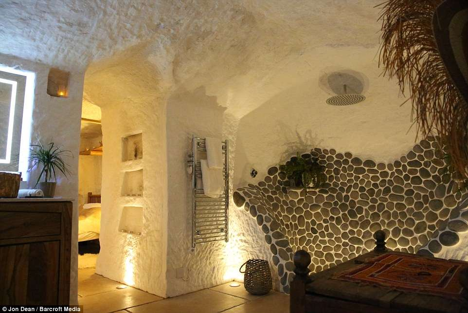 casa-angelo-mastropietro-caverna