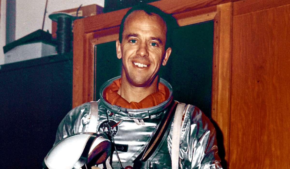 Che fama ha ottenuto Alan Shepard durante la missione Apollo 14?