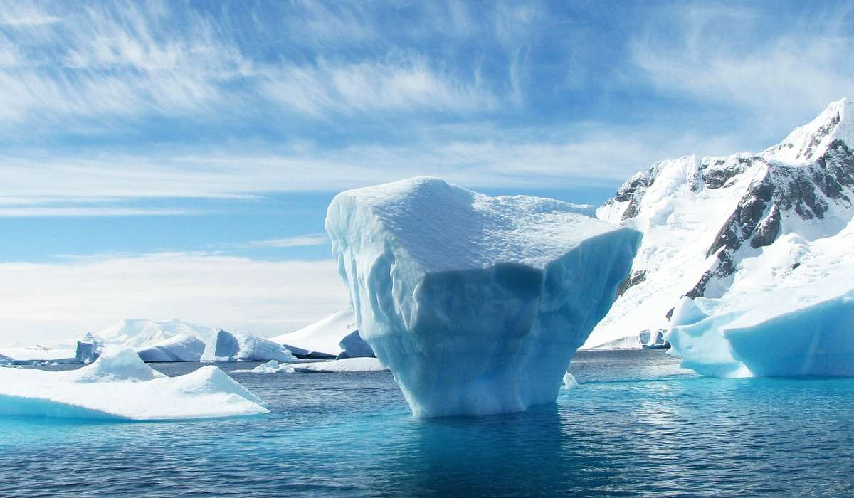 Durante quale periodo  (850-630 milioni di anni fa) gran parte della superficie terrestre era coperta di ghiaccio?