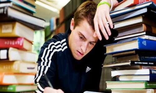 È possibile affrontare al meglio delle proprie capacità gli esami impossibili se li si dà di mattina.
