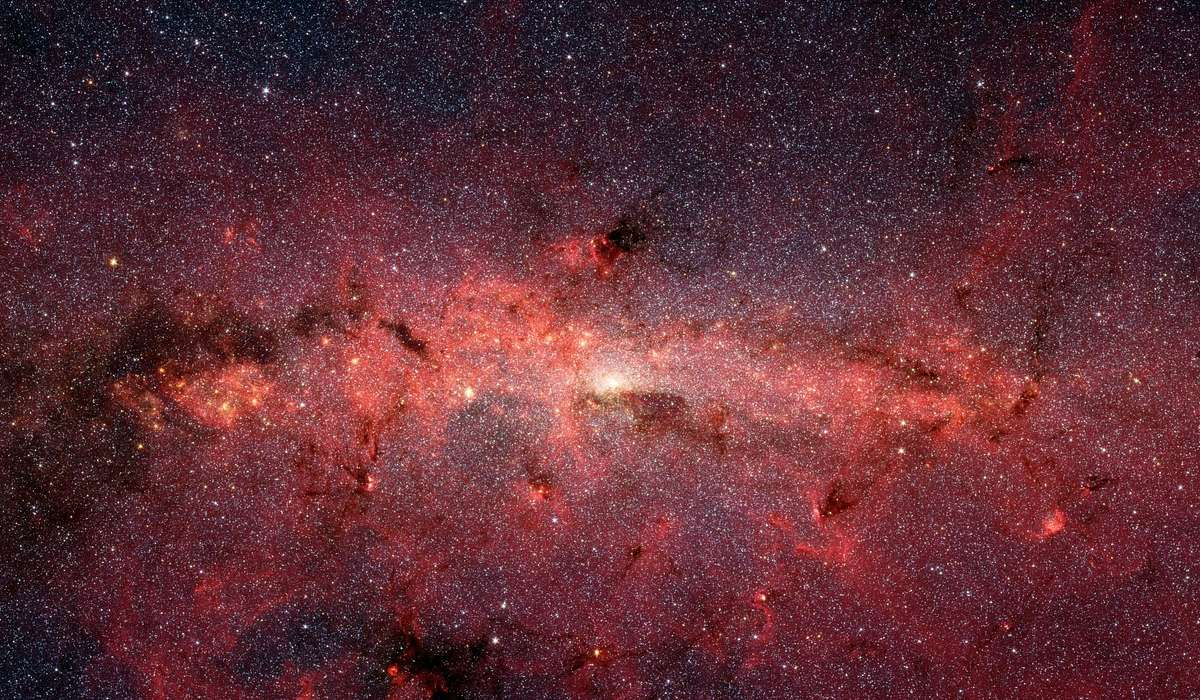 Quale scienziato è famoso per aver stravolto la visione moderna dell'universo fisico?