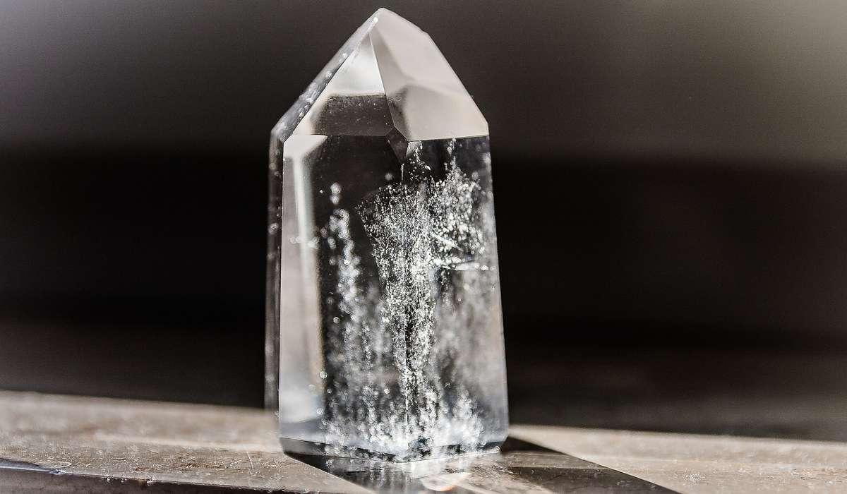Chi è ricordato per la teoria sull'enantiomeria dei cristalli?