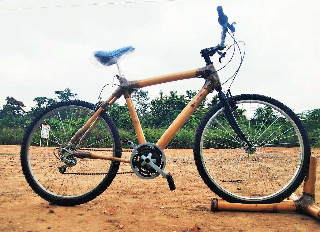 La bamboo bike è realizzata con il bambù.
