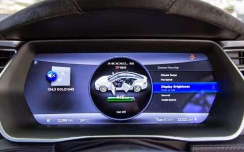 La percentuale di carica della batteria della Tesla S è sempre sotto controllo dal software di bordo