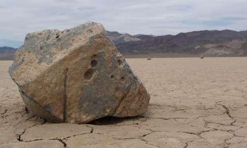 Ad oggi è ancora da chiarire come facciano a spostarsi le pietre più grandi