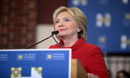 Il rialzo del prezzo del farmaco è stato ampiamente criticato da Hillary Clinton.