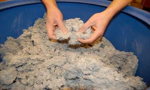 il materiale ecosostenibile ZEOFORM si ottiene da un impasto di cellulosa ed acqua come in figura