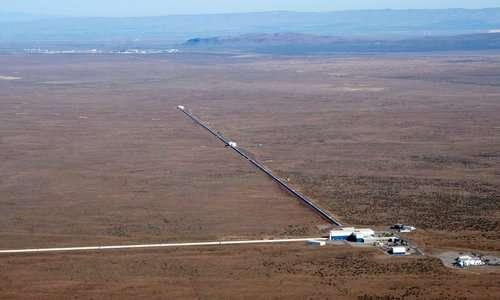 LIGO è un esperimento per rilevare le onde gravitazionali. La fisica quantistica gioca un ruolo fondamentale.