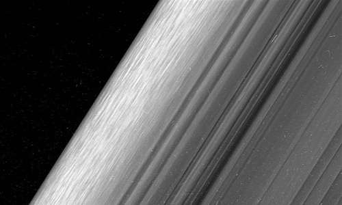 Missione spaziale Cassini-Huygens: na parte dell'anello B di Saturno.