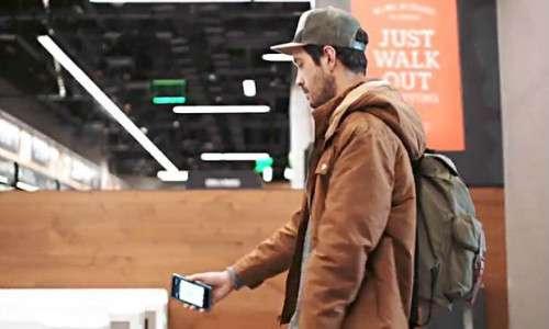 Per poter fare shopping nel supermercato del futuro basta poco: solo uno smartphone e l'app di Amazon Go.