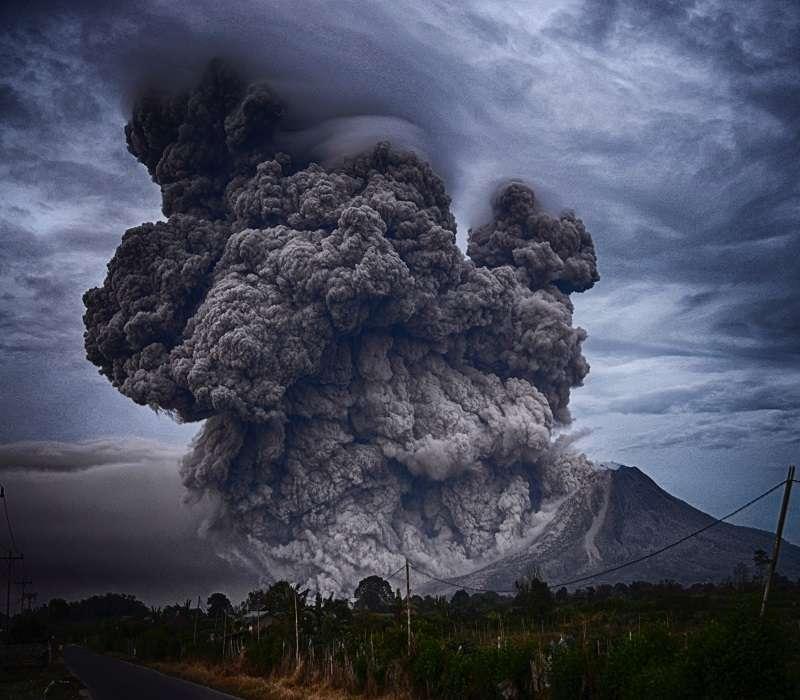 Un supervulcano in eruzione dà un'idea della potenza dei Campi Flegrei