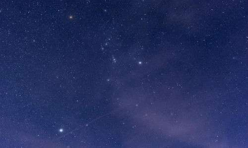 Il cielo notturno offre un'ottima visuale della costellazione di Orione, dell'omonima nebulosa.