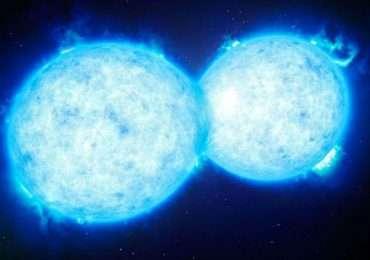 Collisione di stelle doppie in un sistema binario.