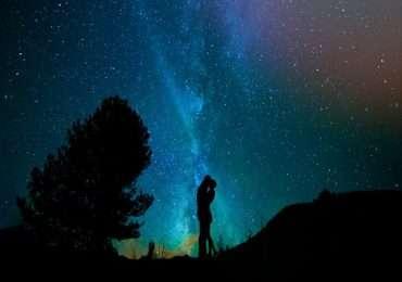 Le opinioni su internet se sia possibile comprare una stella, dalla NASA o da chiunque altro, sono numerose e contrastanti, eppure la risposta è solamente una, cioè che nessun corpo celeste sarà mai in vendita.