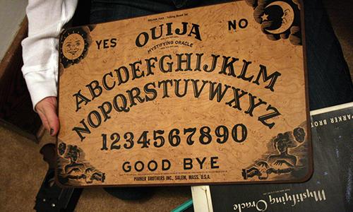 Gli spiriti invocati potrebbero comunicare tramire la tavola Ouija