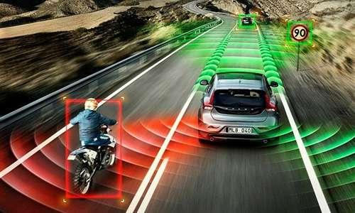 Attraverso sensori, telecamere e radar, l'auto del futuro saraà in grado di monitorare ciò che la circonda e prendere decisioni come fosse il conducente.