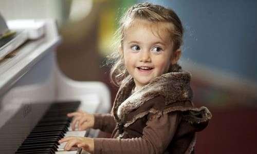 Grazie alla plasticità sinaptica dei bambini è meglio iniziare da subito a studiare musica, soprattutto per chi è dotato di orecchio assoluto.