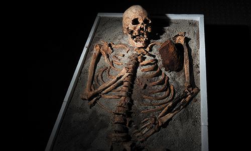 Il ritorno dei morti tra i vivi era una delle paure che ha portato alla nascita delle leggende sui vampiri