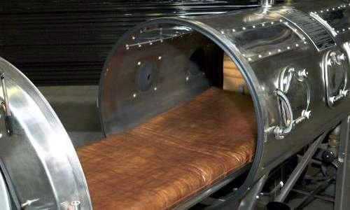 Il polmone d'acciaio si chiude ermeticamente così da formare un vuoto parziale al suo interno quando la pompa è azionata.