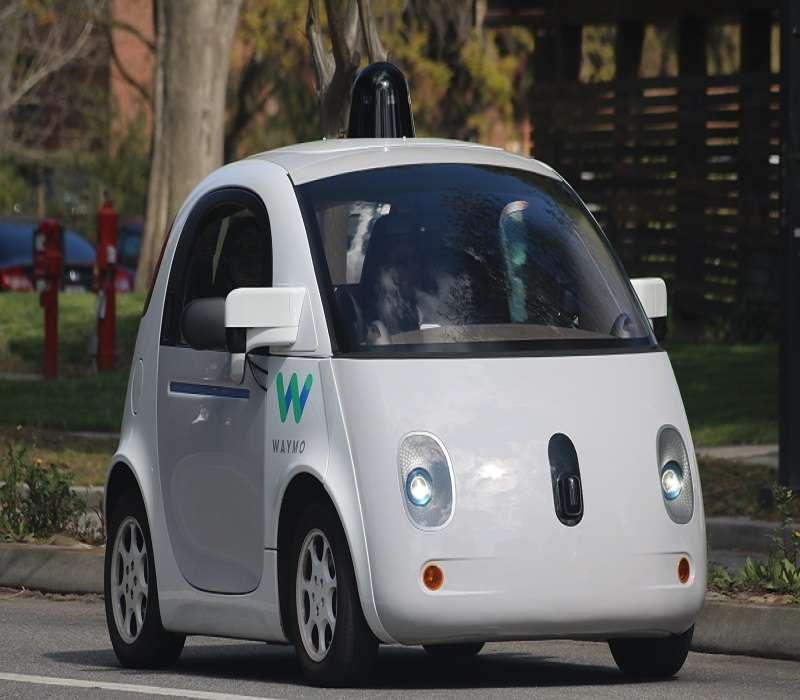 La Moral Machine: un gioco interattivo che mette gli utenti nei panni delle auto a guida autonoma.