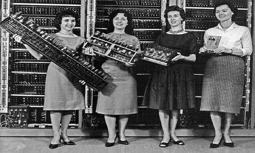 Le Eniac Girls: le prime programmatrici della storia a lavoro con il primo computer elettronico della storia.