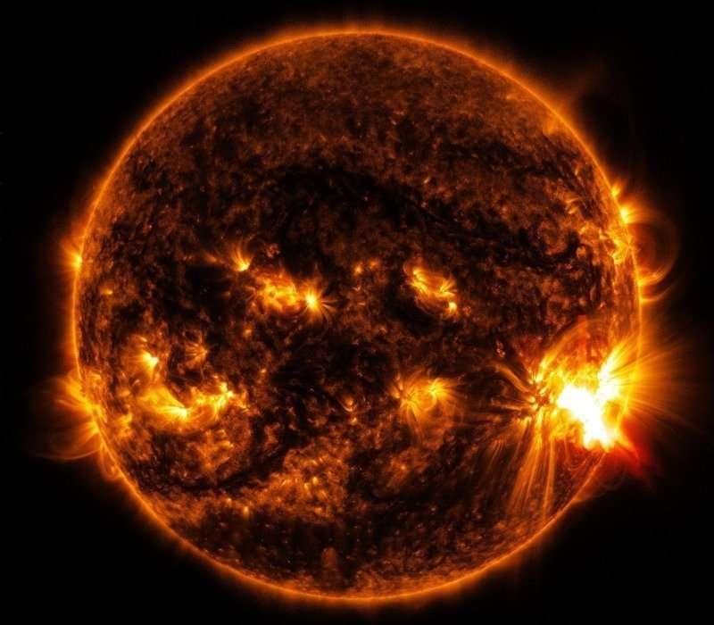 La temperatura del Sole è molto alta, ma ci sono zone in cui può essere relativamente bassa