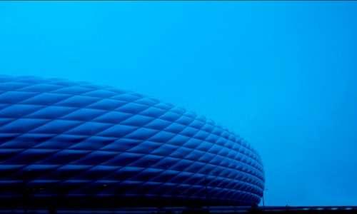 I pannelli in ETFE dell'Allianz Arena possono assumere diversi colori grazie alle proprietà dell'ETFE.