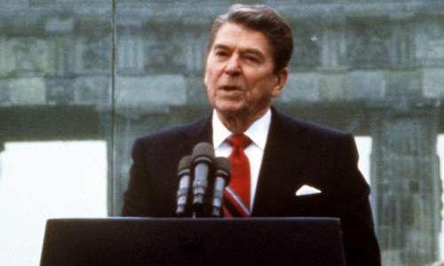 Reagan è preso esplicitamente come modello da Trump, che risponde alla nostalgia politica dell'elettorato americano più maturo.