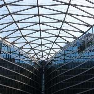 I pannelli in ETFE di Palazzo Lombardia possono essere facilmente confusi con del comune vetro, ma non è assolutamente così.
