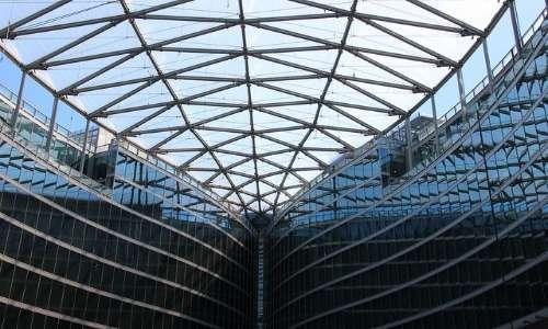 i pannelli in ETFE di Palazzo Lombardia possono essere facilmente confusi con del comune vetro, ma non è assolutamente così
