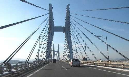 Ponte strallato con pilone doppio a portale e stralli ad arpa