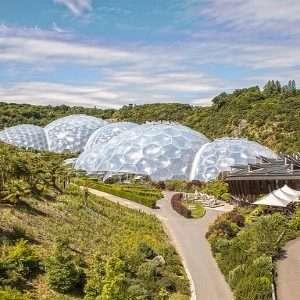 I pannelli in ETFE sono stati usati in Cornovaglia per costruire una serra che ospita piante provenienti da tutto il mondo.