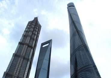 Con i suoi 632 metri di altezza la Shanghai Tower spicca sugli altri numerosi grattacieli del distretto finanziario di Shanghai