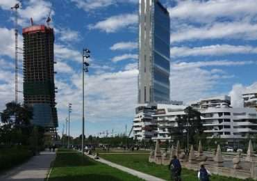 Il nuovo quartiere CityLife è un simbolo dell'innovazione e della riqualificazione di Milano, anche grazie ai suoi tre grattacieli, tra i quali la Torre Isozaki