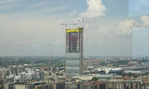 L'innovativo processo costruttivo utilizzato per la Torre Isozaki ne ha accorciato i tempi di costruzione