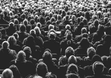 Il web 2.0 dà vita a nuove logiche economiche con protagonisti gli utenti: il crowdfunding è una di queste.