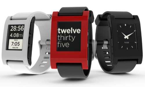 Un'iniziativa di crowdfunding particolarmente fortunata è quella condotta dalla Pebble Technology nella sua produzione del Pebble Smartwatch.