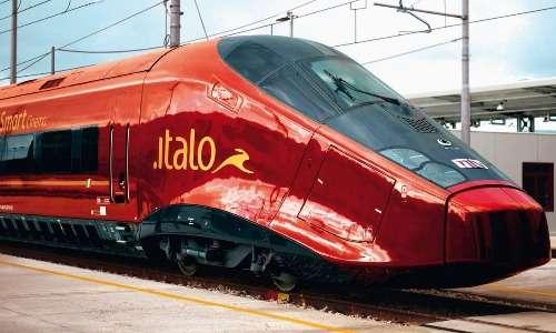 Segni distintivi di Italo treno sono il colore rosso rubino e il leprotto d'oro.