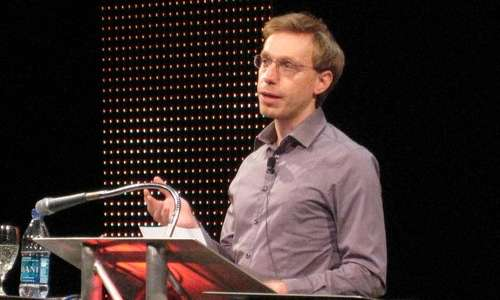Daniel Timmet è il miglior esempio della relazione che intercorre a colte tra sinestesia e autismo.