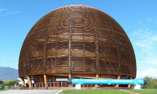 È mostrata la cupola del Cern che è il simbolo della ricerca scientifica europea che ospita il più potente acceleratore di particelle subatomiche e da cui è partito il fascio di neutrini diretto al Gran Sasso.