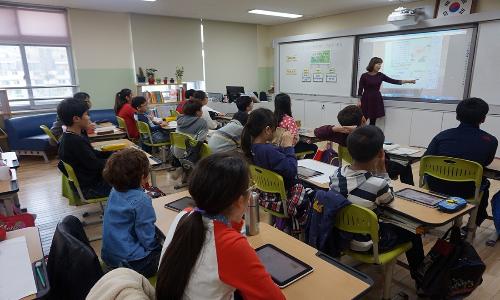Edmodo è una piattaforma elearning che permette di collegare studenti e professori.