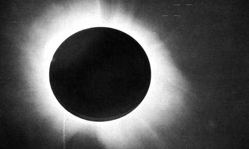 Fotografia scattata da Eddington durante l'eclissi solare per il tentativo osservare l'effetto di lente gravitazionale provocato dal Sole.